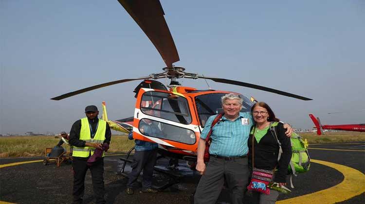 Helicopter-flight-to-everest-base-camp,-Landing-heli-in-base-camp