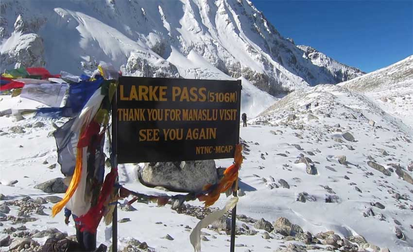 Manaslu-Trekking--Larkey-La-pass